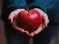 Белый приворот на яблоко
