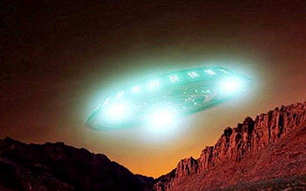 Обнаружена гигантская аномалия и НЛО возле Солнца
