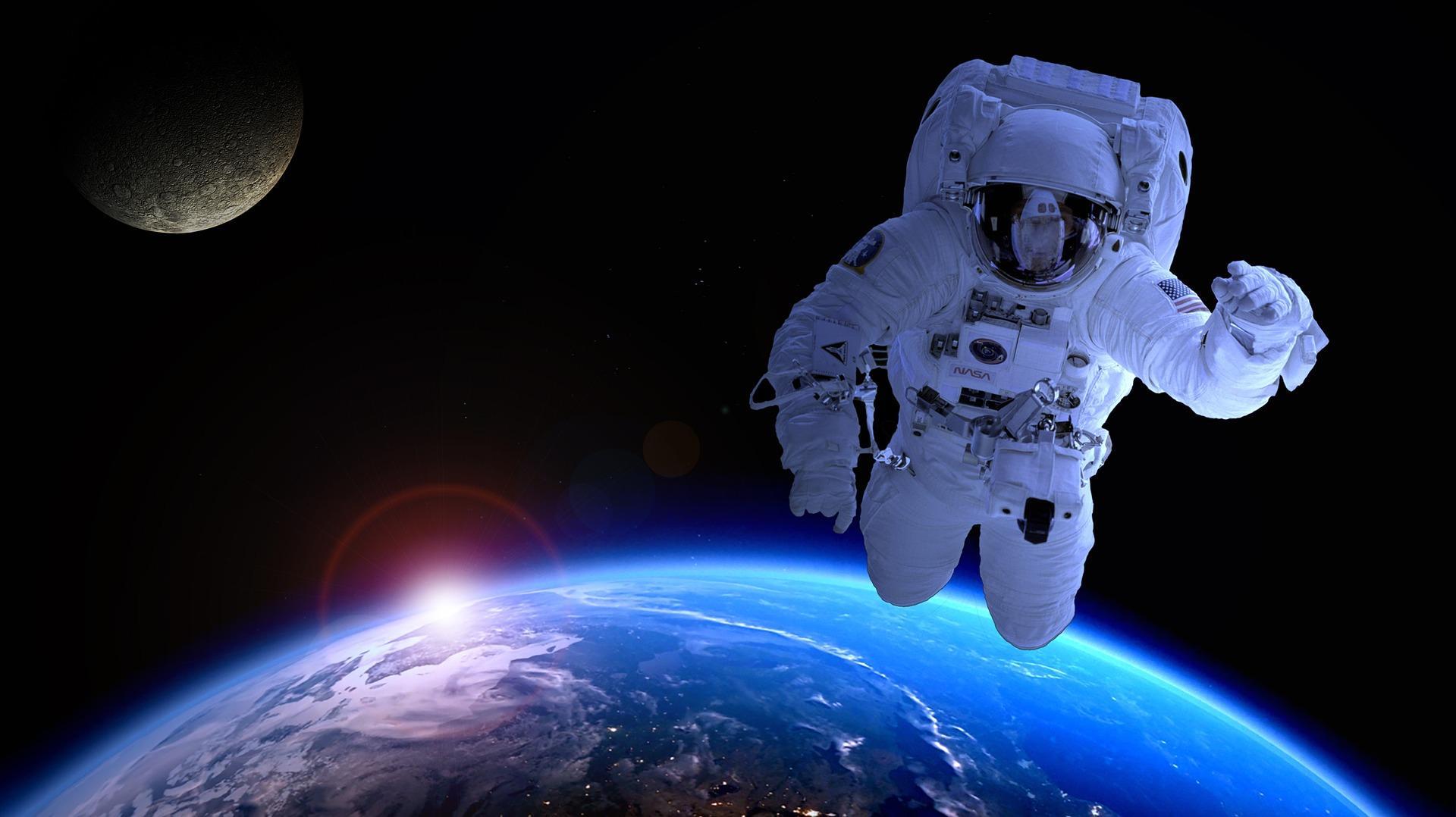 Полет на Луну бесплатно: японский миллиардер оплатит путешествие
