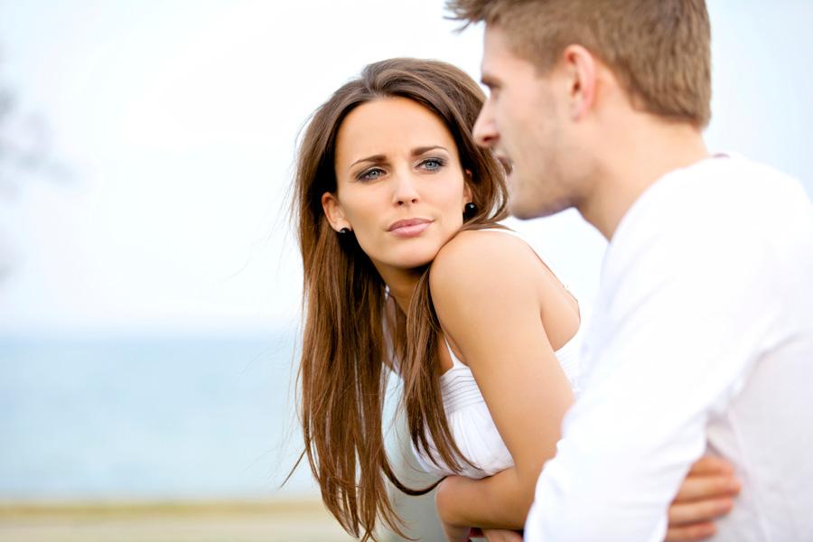 Муж ревнует жену