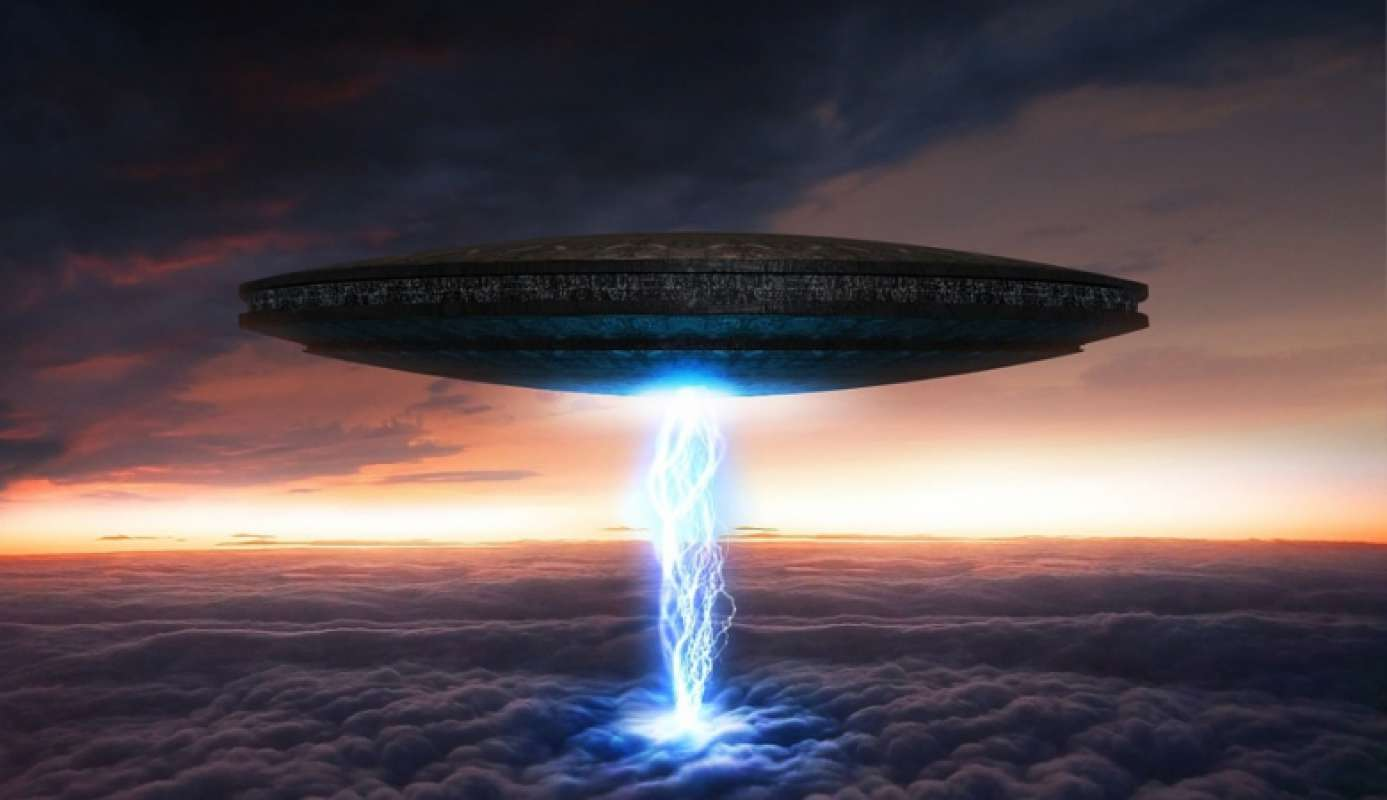 Опубликовано фото подлинной гигантской аномалии и НЛО возле Солнца