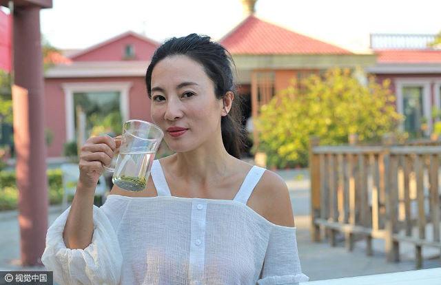 Почему китайцы пьют горячую воду в жару?