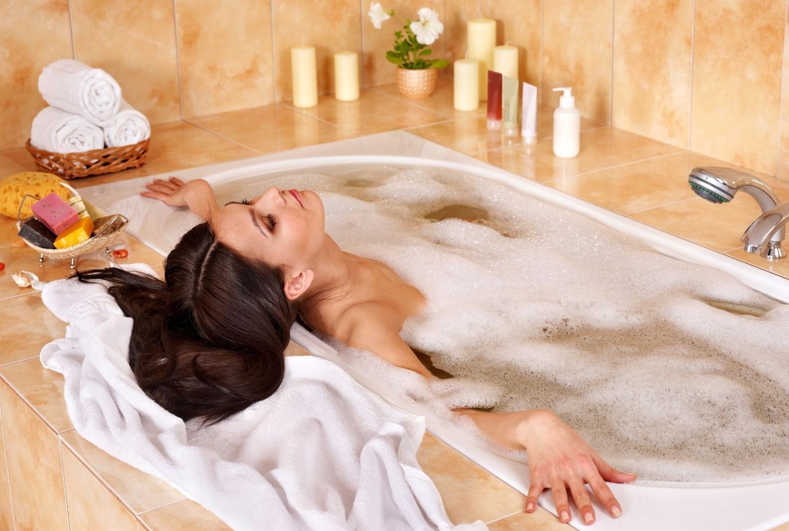 начинает картинка женщина принимает ванную что очень