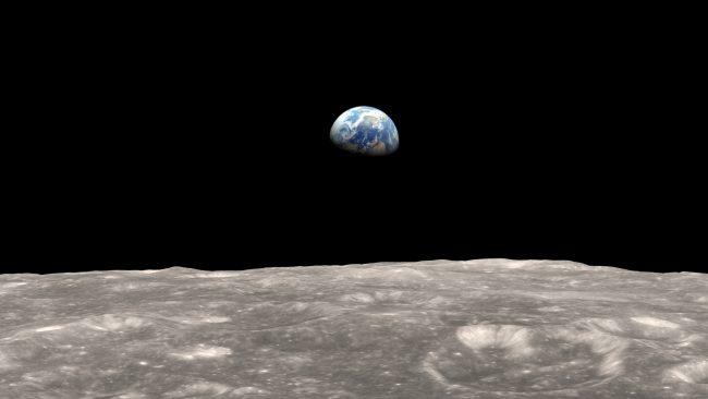 На обратной стороне Луны инопланетяне построили целый город