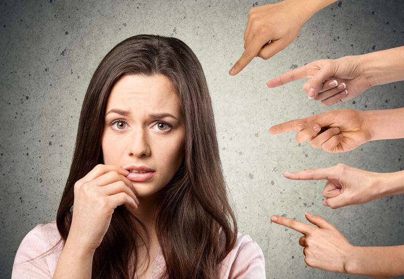 Я стыжусь себя: почему мы видим свои недостатки, а не достоинства