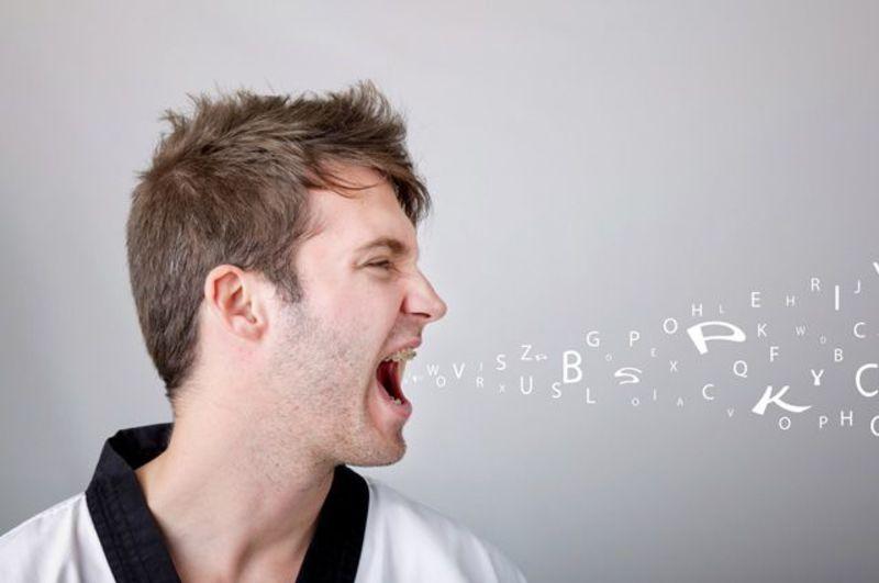 Сквернословие и слова-паразиты: как они влияют на энергетику и жизнь человека