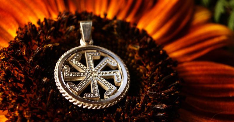 Почему опасно носить золото с серебром приметы
