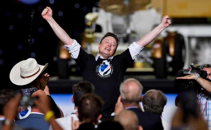 Сенсация года: компания Илона Маска отправила астронавтов в Космос