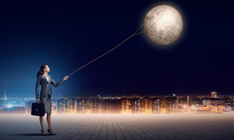 Как фазы Луны влияют на психику, сон и волосы человека