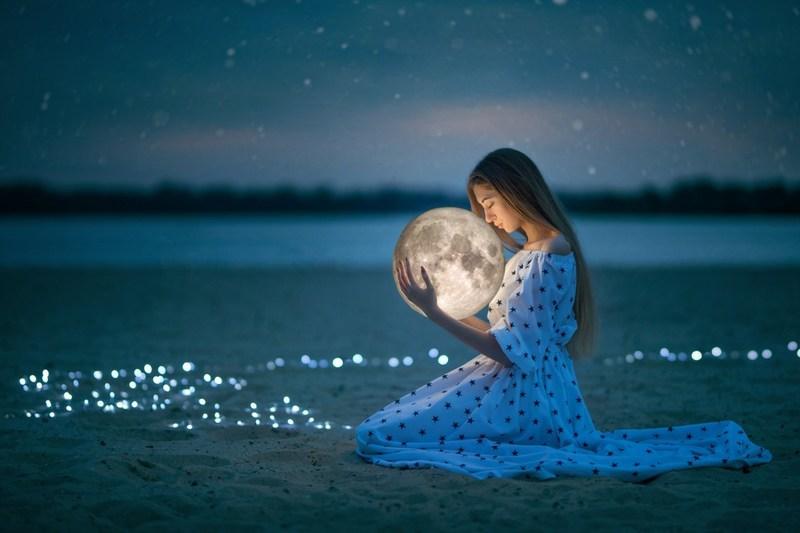 Лунный календарь стрижек на сентябрь 2019 года: фаза Луны сегодня, знак Зодиака